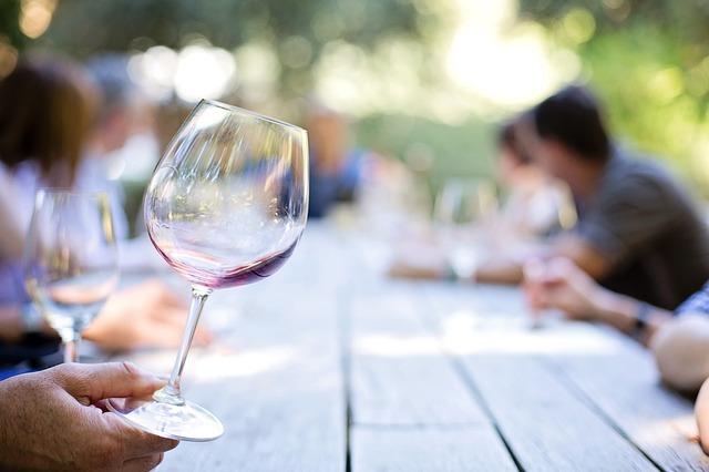 wineglass-55340.jpg
